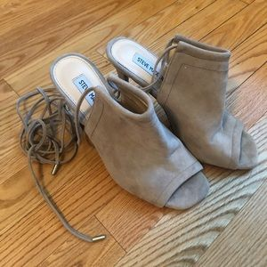 STEVE MADDEN taupe suede lace up heel